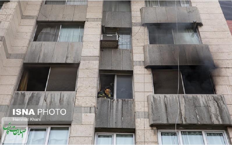 آتشسوزی-در-خیابان-دانشگاه-جنگ-نجات-دو-تن-از-میان-آتش