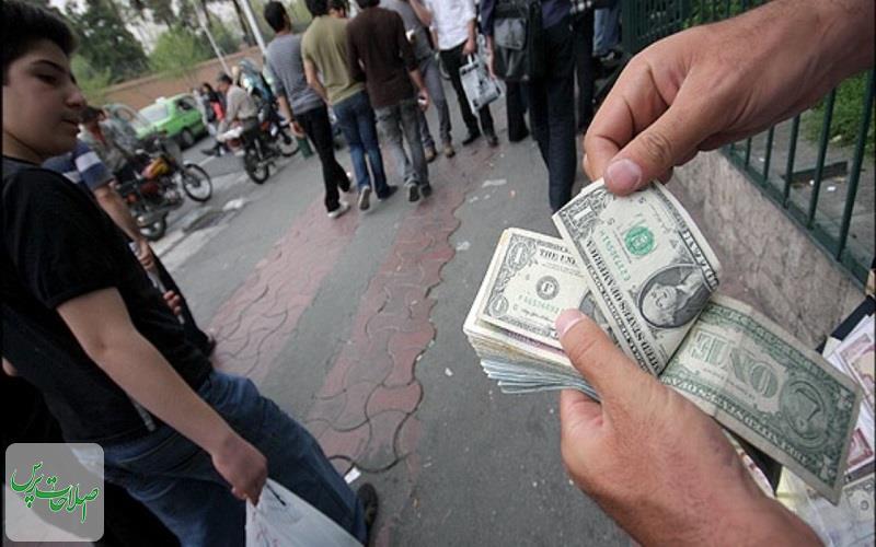 بازار-داغ-فروش-ارز-به-دلیل-ترس-از-دلار-۲۰-هزار-تومانی