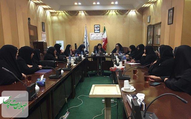 تاکید-بر-پیگیری-مطالبات-حوزه-زنان-و-حضور-آنها-در-ورزشگاه