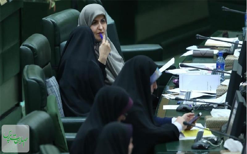نیروی-انتظامی-تنها-مانع-ورود-زنان-به-ورزشگاهها-است-این-موضوع-در-شورای-عالی-امنیت-ملی-مطرح-شده-است