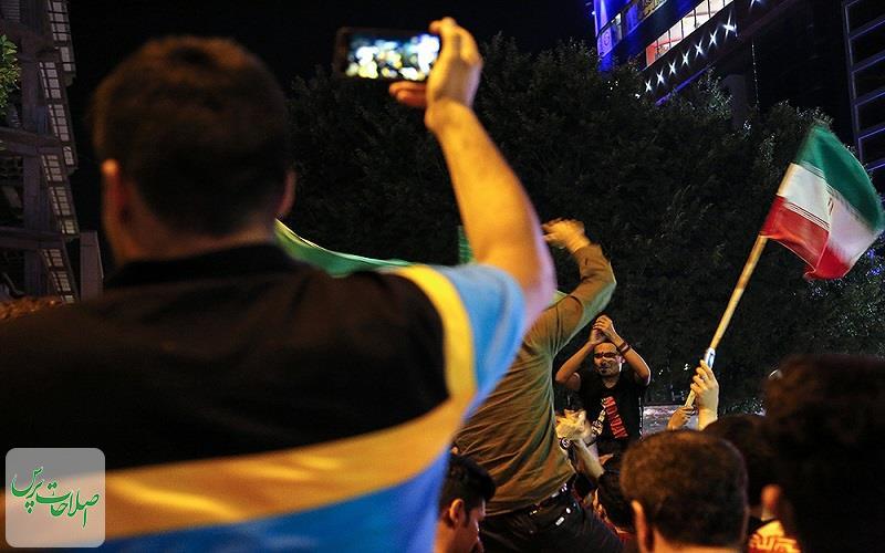 تماشای-دیدار-فوتبال-ایران-و-مراکش-و-شادی-مردم-در-قم