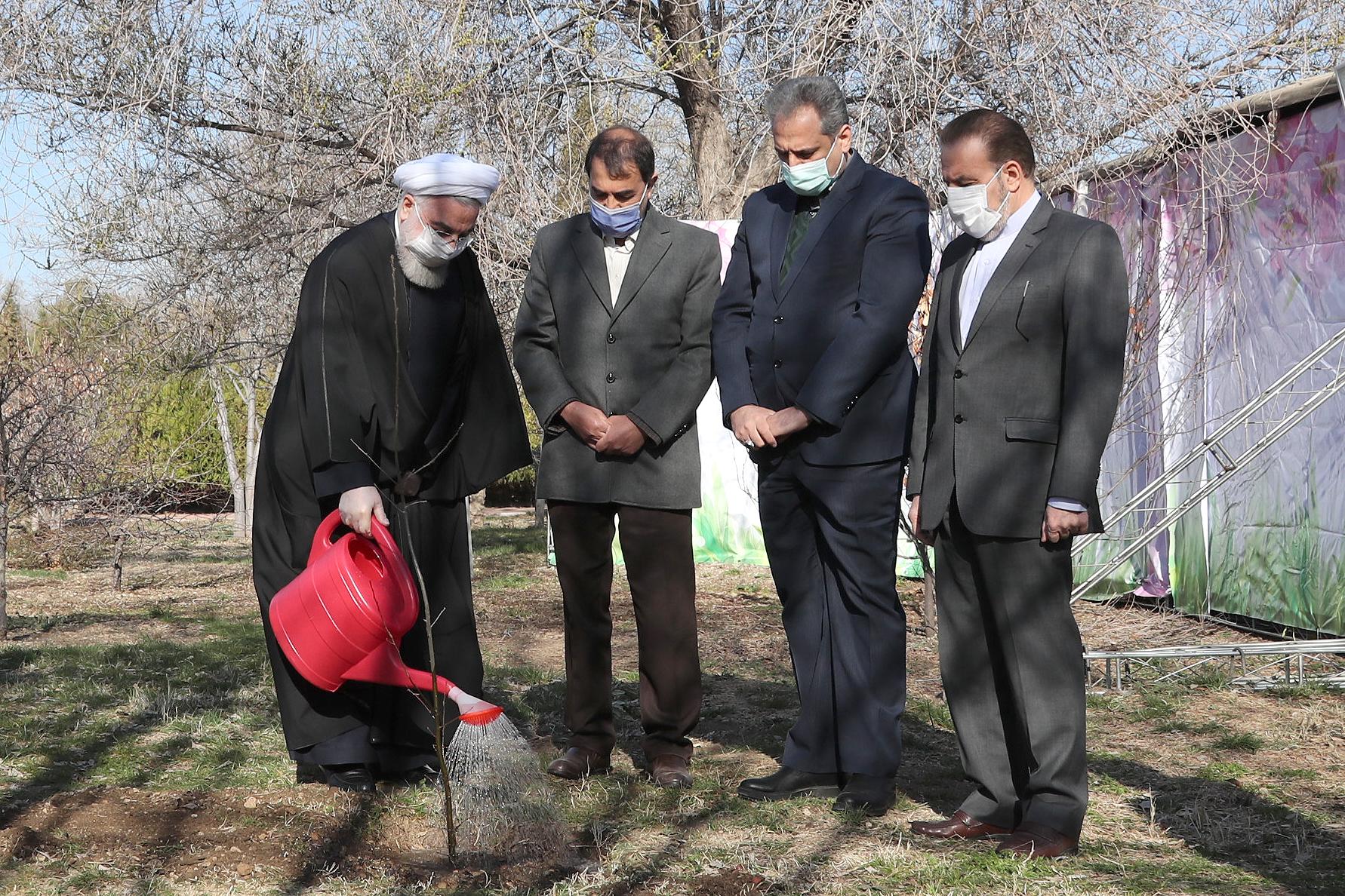 تصاویر-روحانی-در-روز-ملی-درختکاری