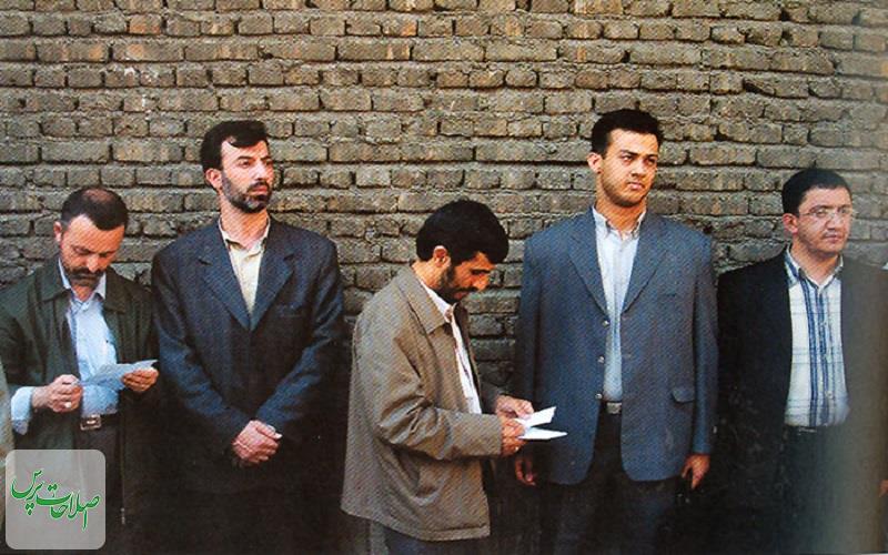 احمدینژادیها%20برای%20رسیدن%20به%20پاستور%20به%20صف%20شدند